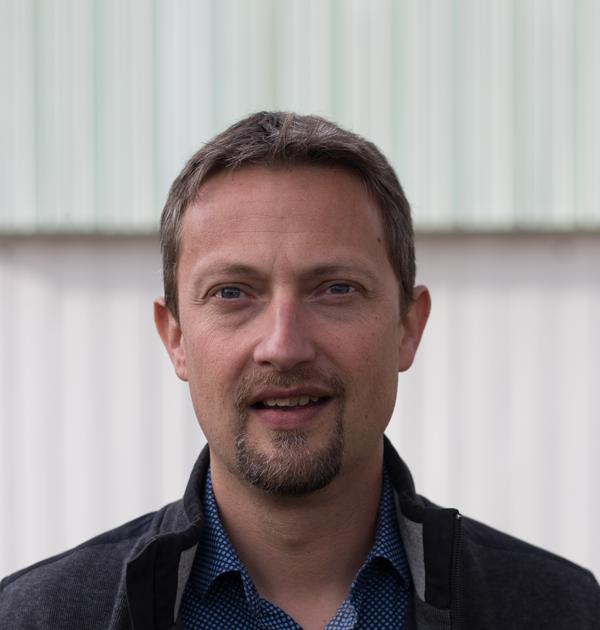 Fred, membre de l'équipe Sudlac solutions d'ombrage pour serres