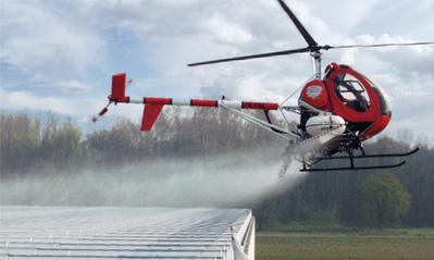 Met helicopter of vliegtuig aanbrengen van schermmiddelen